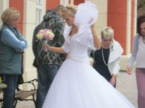 po prohlídce zámku Dětenice jsme tam potkali svatbu. Krásné šaty!!!