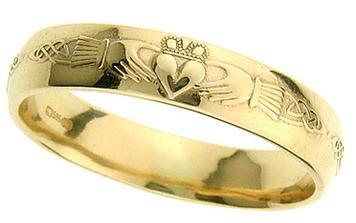vybraný typ snubních prstenů, irské claddagh rings