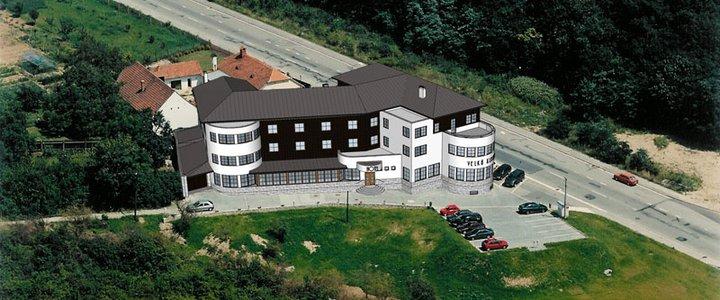 Janča a Jirka - přípravy na červenec 2012 - tady bude hostina s ubytováním