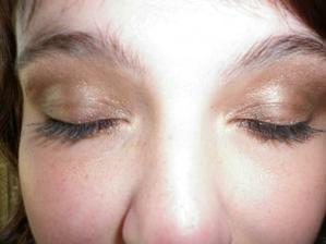 Oči - zkoušely jsme jen oči a rty, na make-up bylo dost horko..