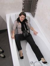 Takhle jsem vybírala v Siku a nyní už ji máme v budoucí ložnici :-D Pravda, ještě není na svém místě v koupelně, ale už... snad.... brzo!