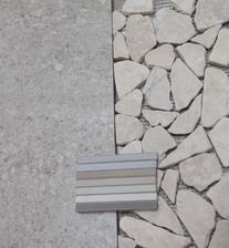 obklad Stone + kamínky a výběr spárovačky do koupelny