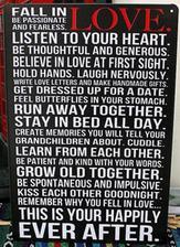Plánuju nějaký slogan na stěnu do ložnice. Možná jen jedna krástká výstižná věta... A podobný jako tento, ale na téma rodina na stěnu proti vstupním dveřím :-)