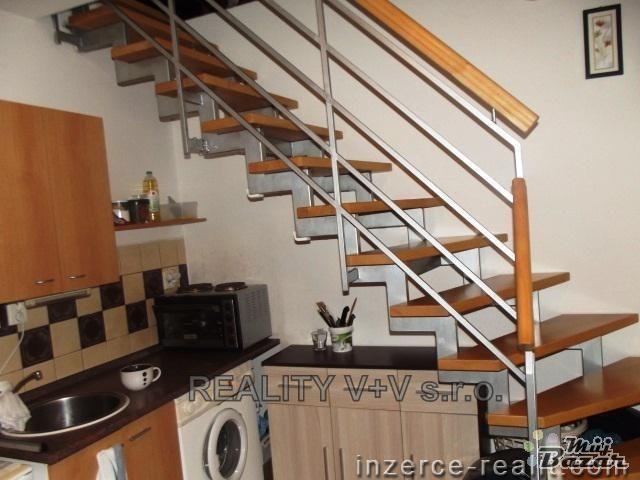 Podkrovní byt - schody