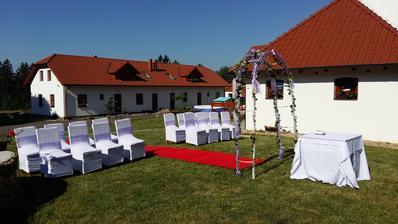 Tady by mohla být svatba...
