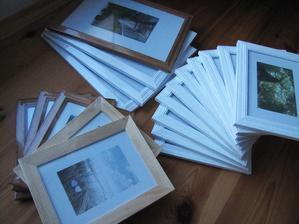 Á dneska jsem měla zase štěstí :-) Kdyby jste někdo potřebovat rámečky na fotky - dřevěné se sklem a i k postavení, tak dejte vědět :-)