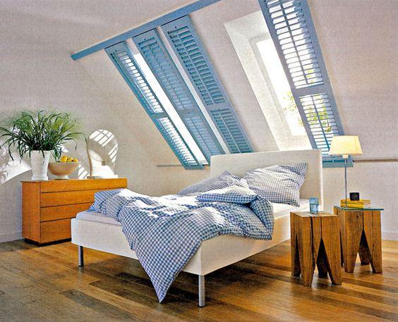 Podkrovní byt - ty okenice jsou taky zajímavý nápad na zastínění :-)