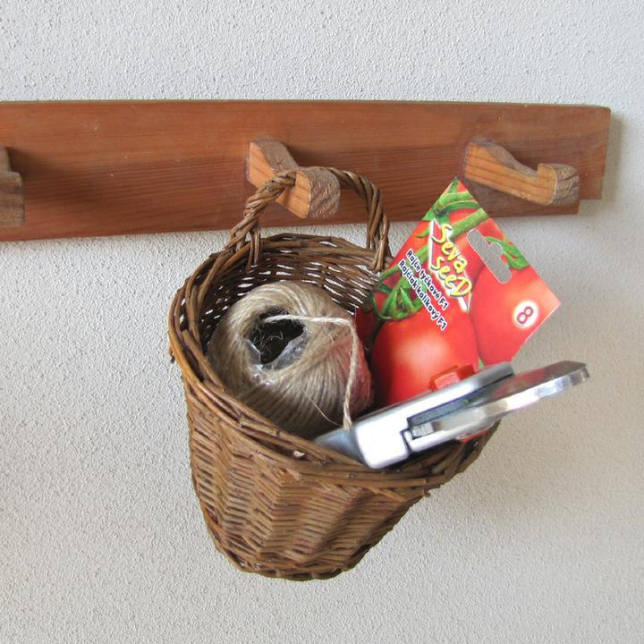 Zahrada - košíček na zavěšení. U nás našel využití v kuchyni, koupelně i na zahradě :-)