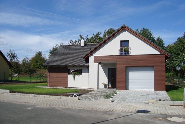 Bydlení - zařizování - kombinace dřeva a klasické omítky se mi taky líbí