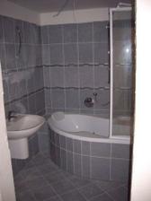"""Naše nová koupelna a """" zatím """" špinavé obklady"""
