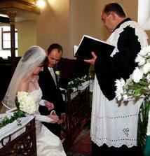 ... do kostola pred oltár