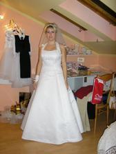 Z 8 prošlých salónů od listopadu jsme si nakonec vybrala v Lanškrouně a mám zamluvené tyto šaty