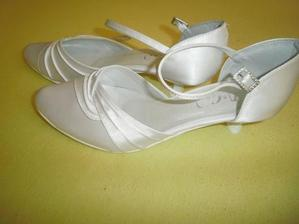 topánočky už mám,ešte šaty by k nim trebalo:)