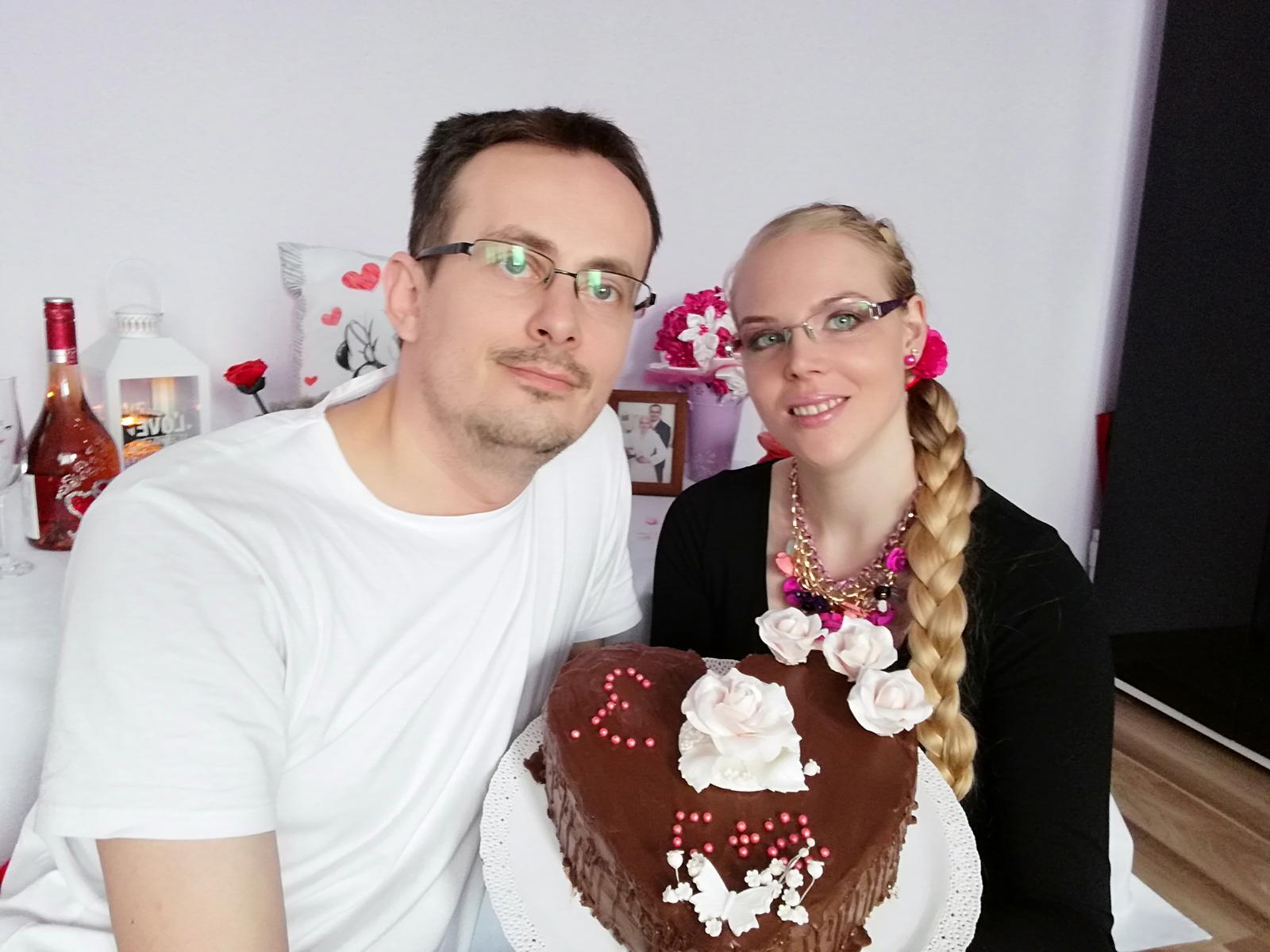 Dnes oslavujeme 3.vyrocie svadby tak som spravila pre manžela prekvapenie, tortička nie je dokonalá no je z lásky,este nás čaká relax vo wellness a spoločný obed veľmi sa teším na tento deň a prajem aj vám krásneho Valentína😍😍😍😍😍😍😍 - Obrázok č. 2