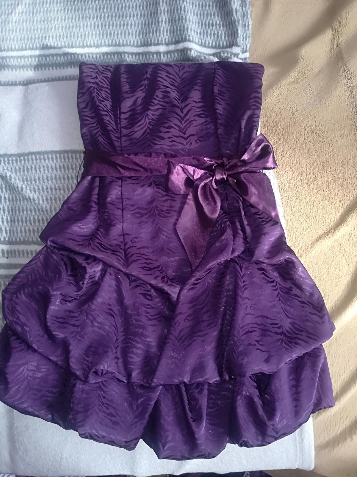 spoločenské šaty S/Xs - Obrázok č. 1