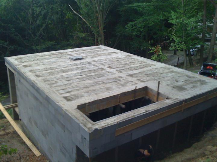 Stavba chata - Strop po betonazi