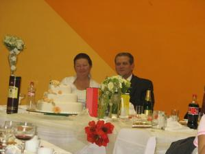 svadobná marcipánová torta bola vynikajúca