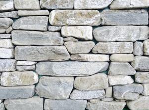 a na krb a mozna i do fit roomu bych videla tento, prirodni piskovec stipany a je levnejsi nez umely kamen, uvidime jak vypada ve skutecnosti