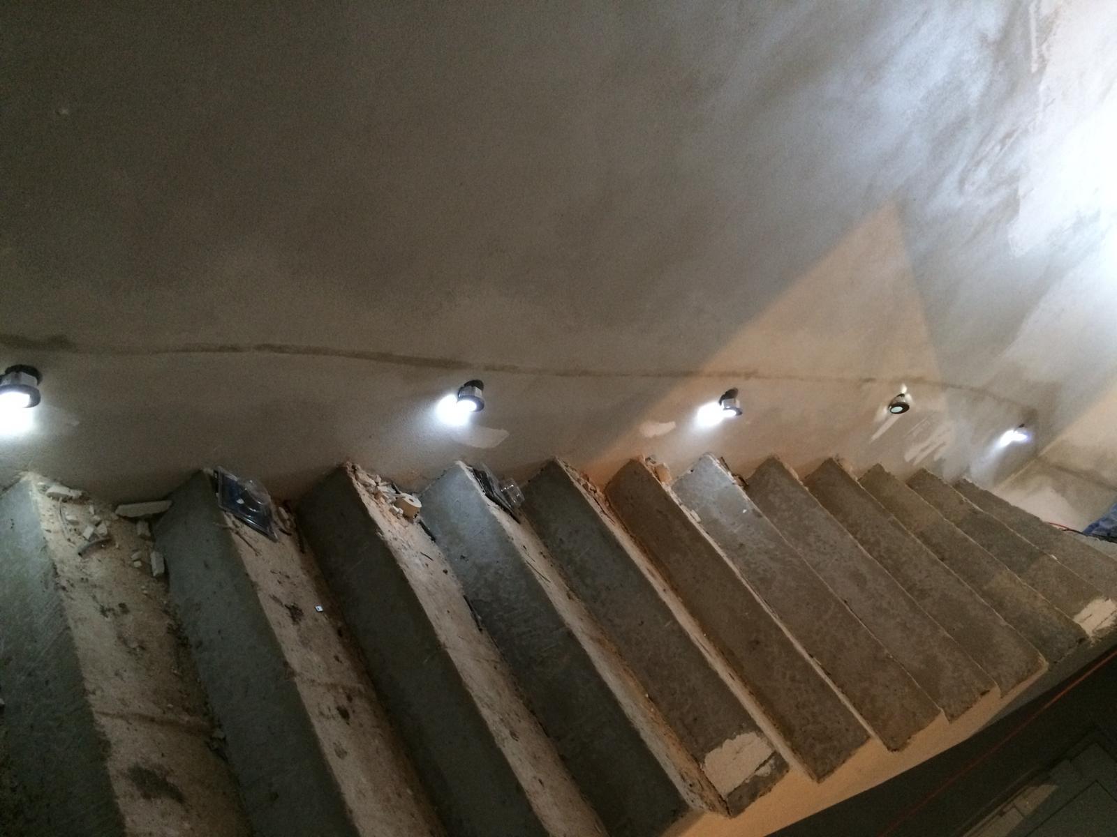 Splněný sen ... domeček - Jedno svetylko je bohuzel pokazene :( uz se reklamuje ... Jinak zed bude osterkovana