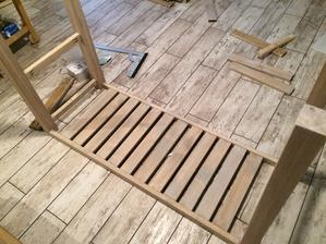 Tak jsem se konecne dokopala udelat stolek pod umyvadlo :)