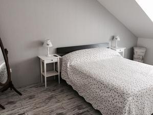 Loznice zatim jen takhle, jednou snad dojde na vymenu postele a dokoupeni skrini a komod ;)