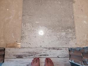 Mala ukazka toho jak bude ladit dlazba v koupelne a wc ze zbytkem podlahy v patre :)