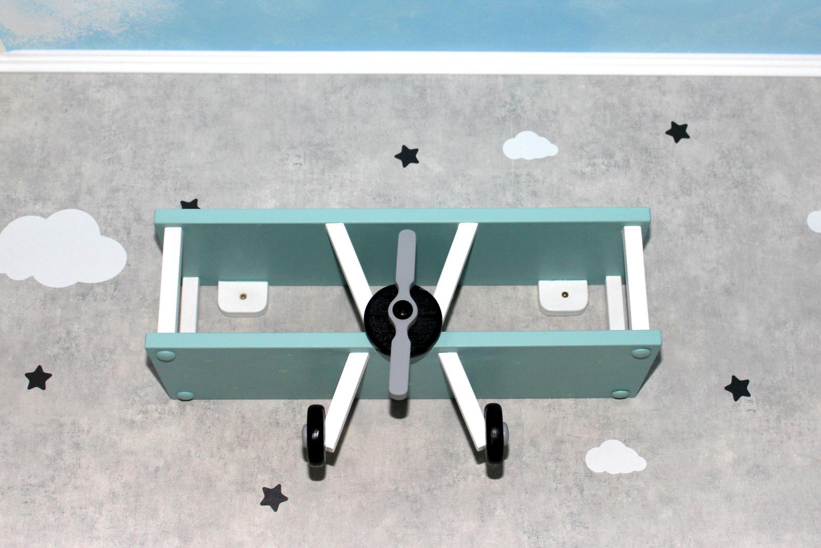 Tož, konečně! - letadlova policka od pana Jakub Šašek z fb namalovana stejnou barvou jako zbytek