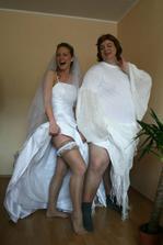 pravá a falešná nevěsta...která je která?:o)
