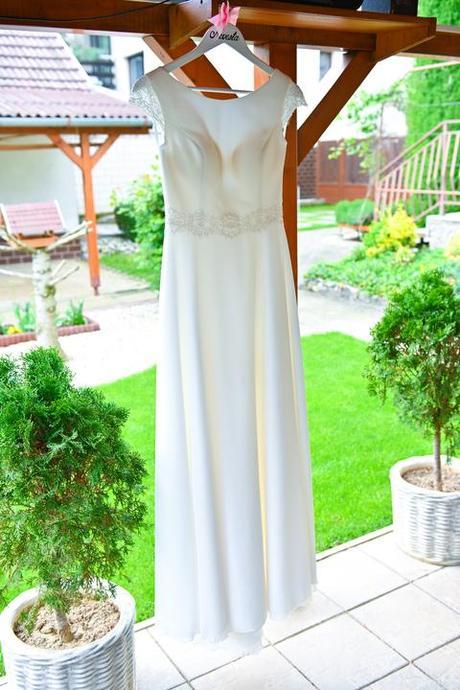 Jednoduché svadobné šaty Ivory- menší kruh, závoj - Obrázok č. 3
