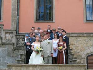 Společná fotka na zámeckých schodech