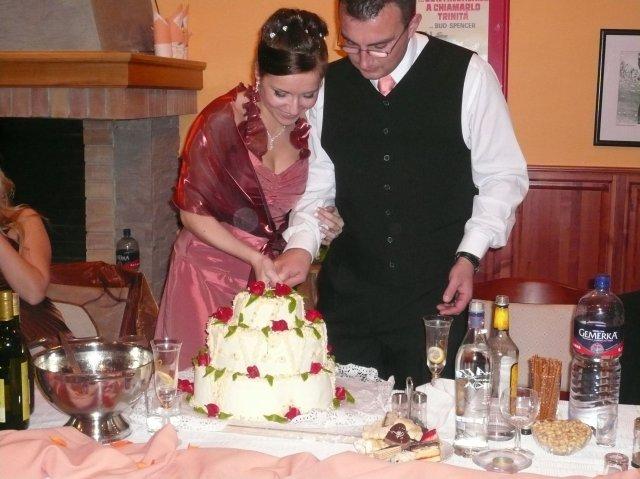 Janka J.{{_AND_}}Radovan M. - krajanie svadobnej torty