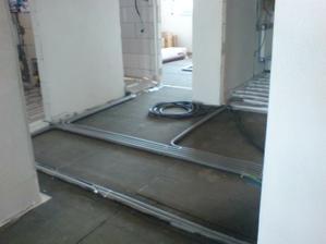Podlahovka bude len v chodbe, kupelni a malom WC....