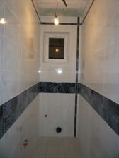 Male WC oblozene, vysparovane.....neumyte :)