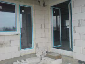 Balkonove dvere zo spalne a dvojkridlovky z obyvacky na terasu :)