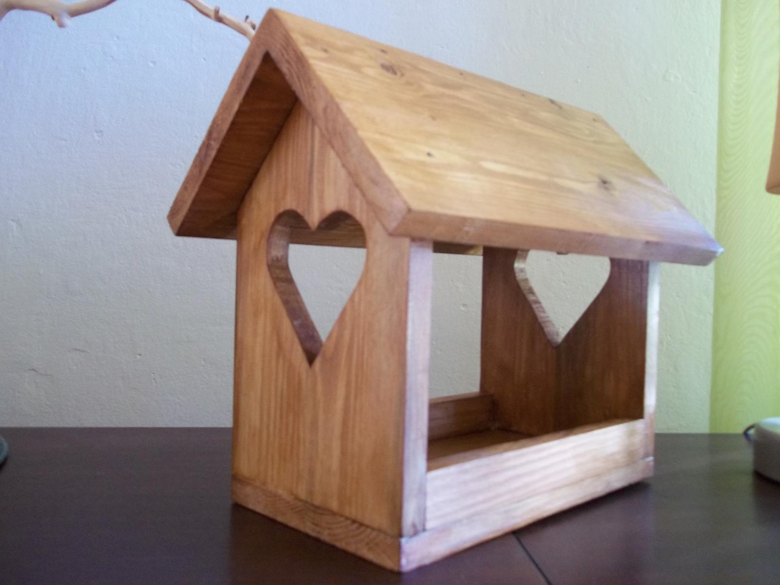 Drevené kŕmidlo pre vtáčiky so srdiečkami,s poštovným - Obrázok č. 4