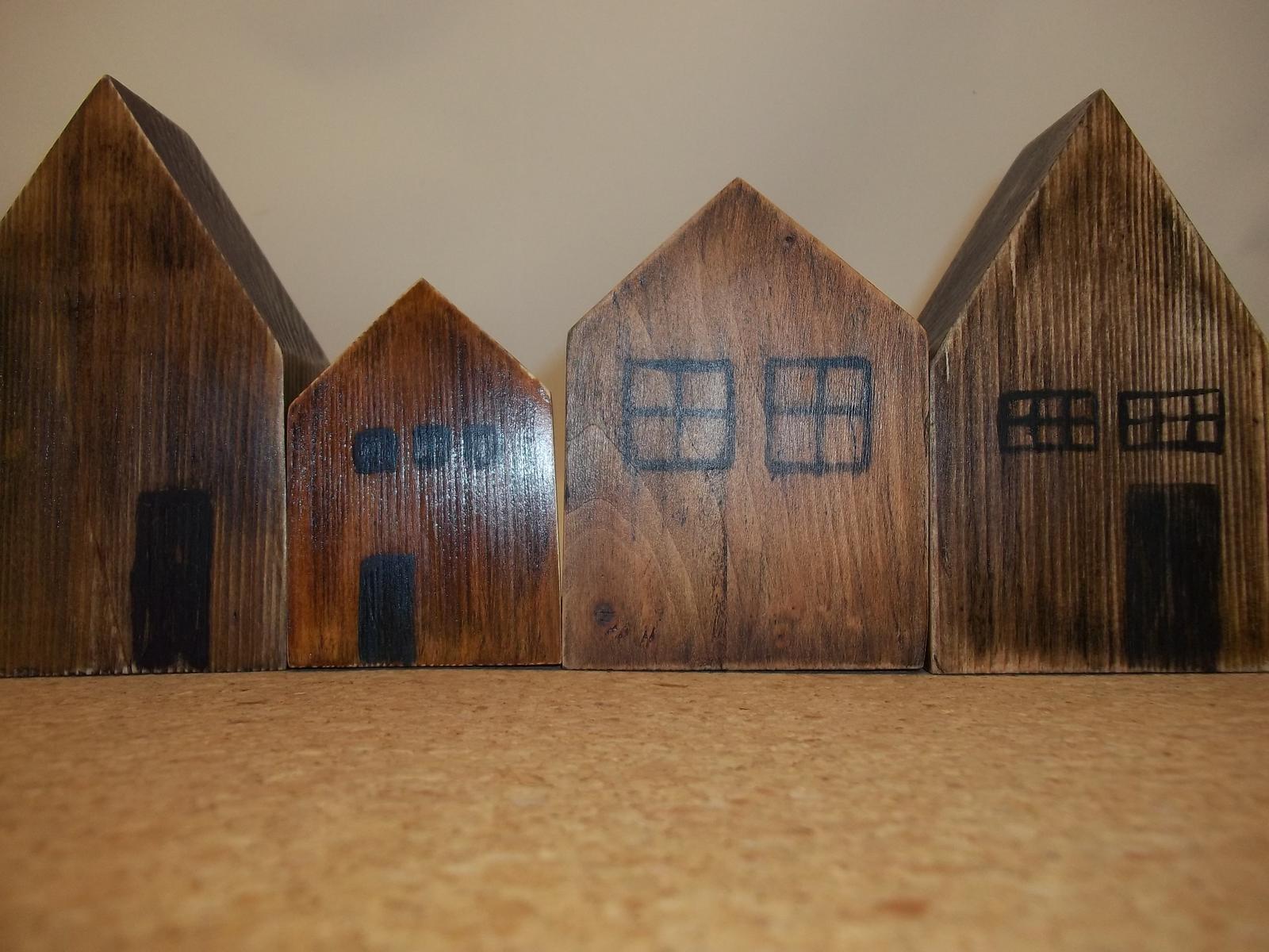 Ulička z drevených domčekov - Obrázok č. 3