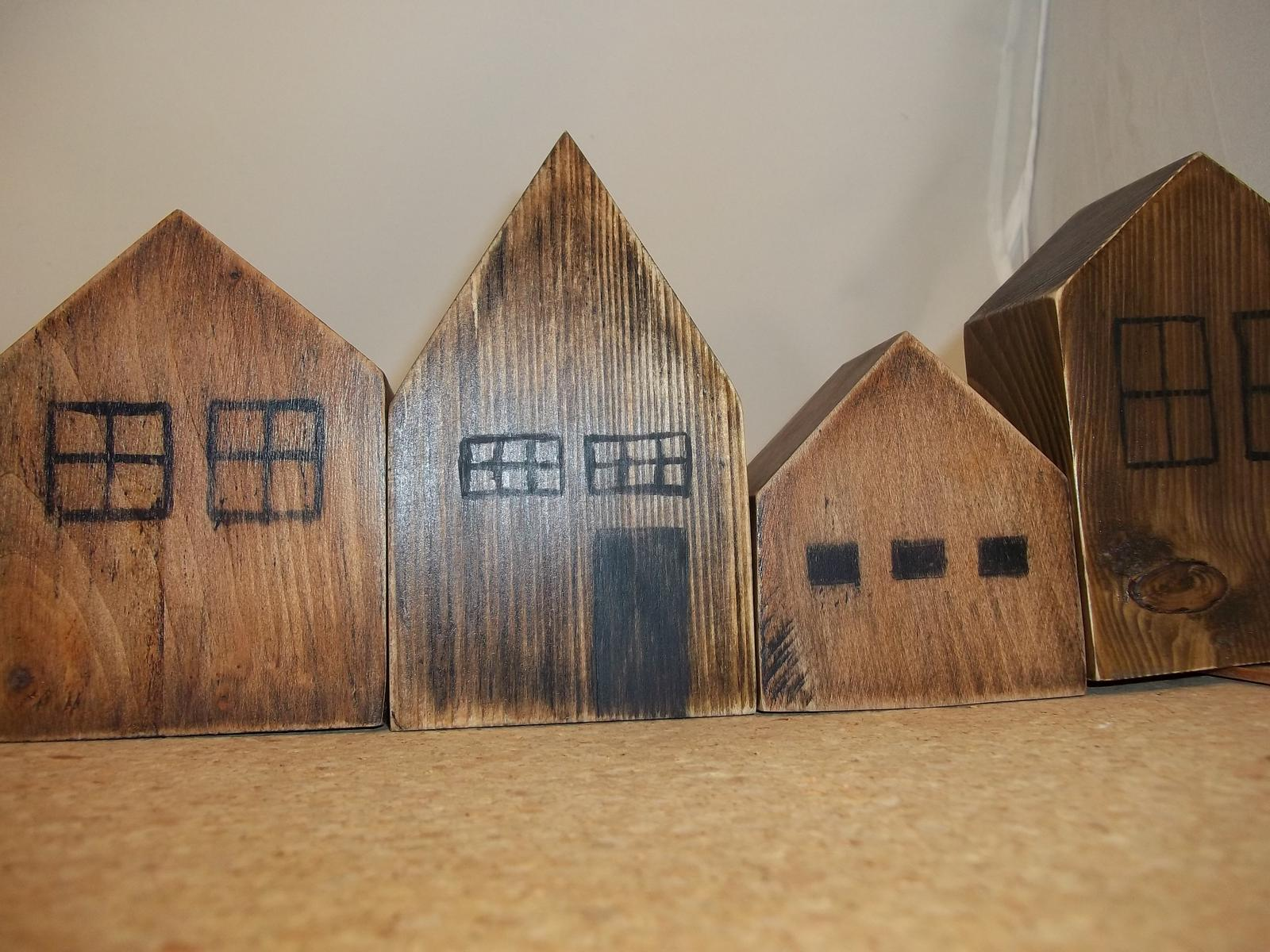 Ulička z drevených domčekov - Obrázok č. 4