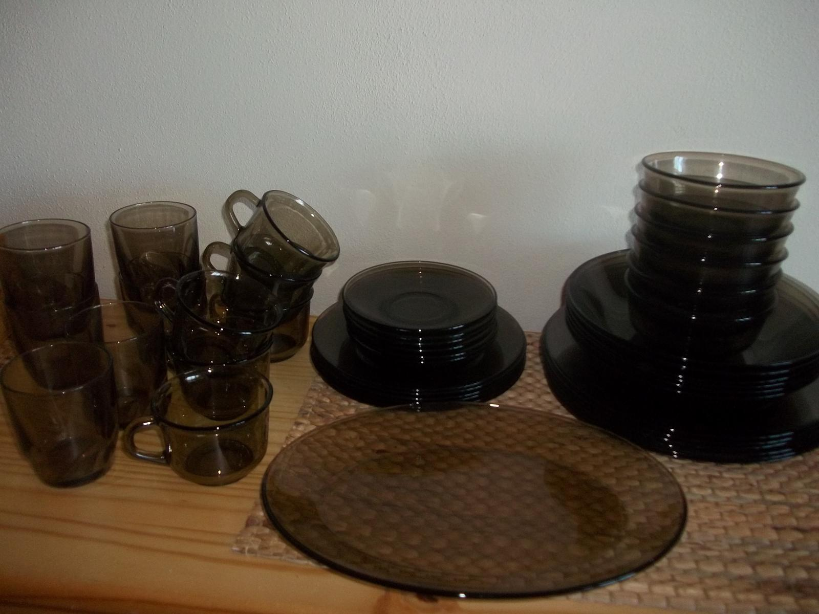 43-dielna jedálenská súprava z hnedého skla - Obrázok č. 1