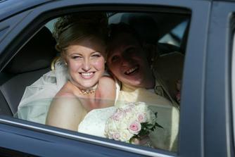 Štastní novomanželia