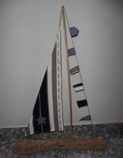 Lodička z naplaveného kusa dreva z Dunaja