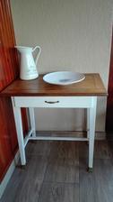 renovovaný stolík