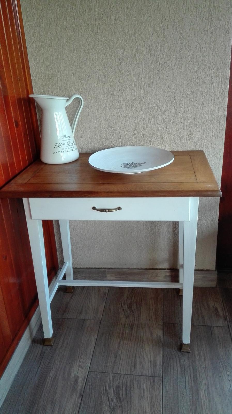 Naša vynovená kuchyňa a terasa na chalupe - renovovaný stolík