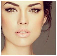 ultra sexi tvár a make-up ani nevravím... uvidím či sa bude dať poriešiť čosi podobné