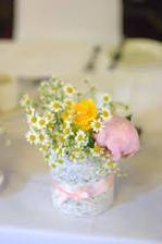 nechcem veľké kvetinové výzdoby, jednoduchosť a elegancia :)