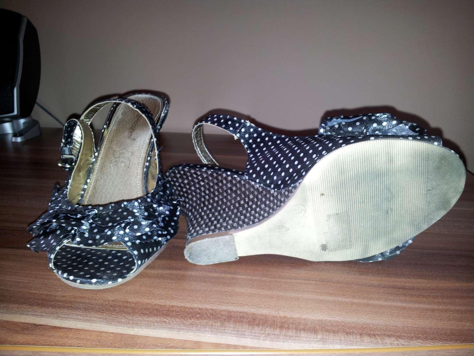 Čierne bodkované sandálky - Obrázok č. 3