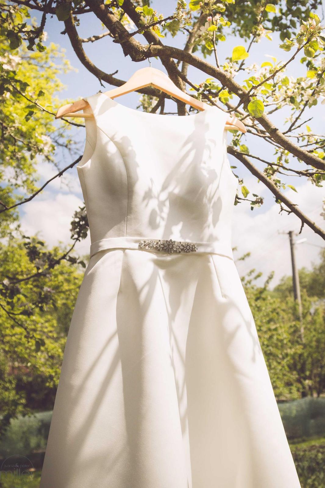 Naše nevestičky - Krásna nevesta Majka mala od začiatku jasnú predstavu o svojich svadobnývh šatách :)