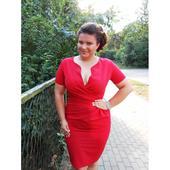červené šaty, 48