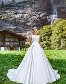 Satenové svadobné šaty, 46