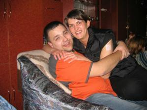můj svědek - moje sestra Verunka na fotce s přítelem