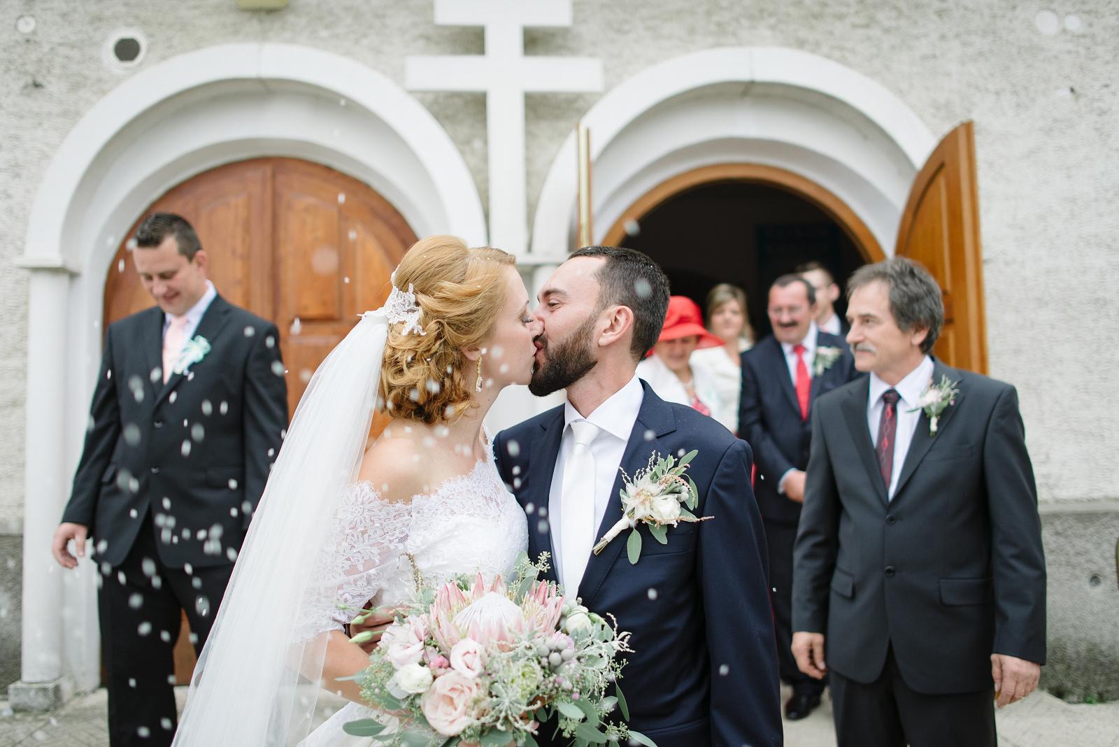 Mária{{_AND_}}Martin Gádošioví - prvý novomanželský bozk